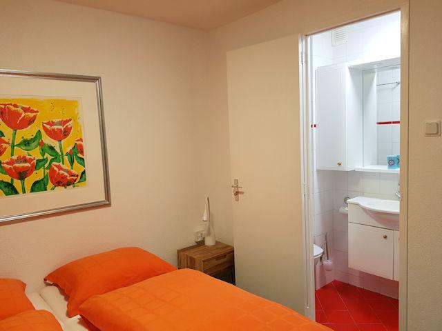 tweepersoonskamer met eigen sanitair, balkon en zeezicht